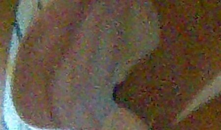 若い茶色の髪の女の子が激しく彼の厚いペニスを舐めている jk 素人 動画