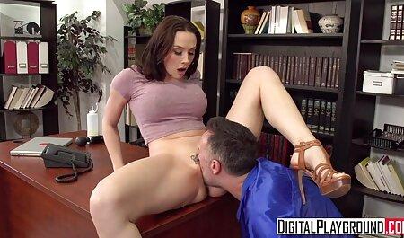 Busty幅シャーロットはねじ込み彼女の膣と玩具 無料 エロ 動画 素人 女子 高生