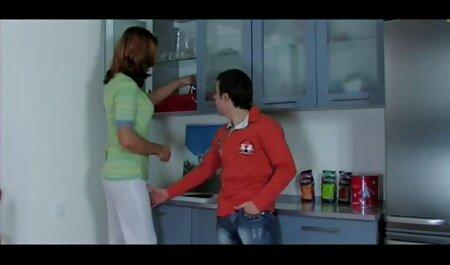 情熱とジャークに満ちているブロンドは、黒人男性のためのビキニを身に着けていると彼を性交 エロ jk 素人
