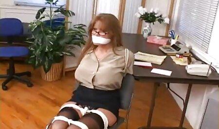彼女はいつも熱い膣にそれを与える前に吸い込まれ、その後蒸し暑い肛門の穴に入れられます 女子 高校生 セックス 動画
