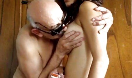 ロシアの売春婦は、道路上の垂れ下がったロシア人に自分自身を提出する av 無料 女子