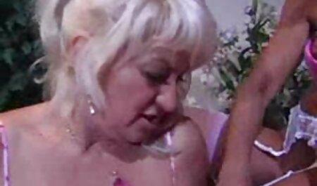 Bitch成熟した弄娘彼女の彼氏の近くの暖炉 女子 高校生 の エロ 動画